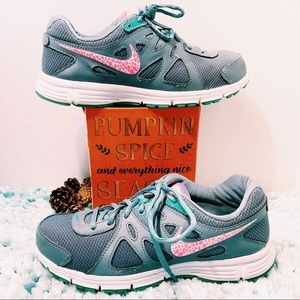 👟Nike Sneakers👟Gray & Teal w/ Pink & While ✔️